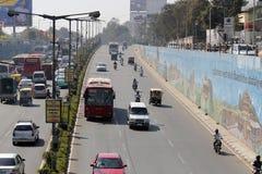 Traffichi al sottopassaggio di mekhri a Bangalore, India fotografia stock libera da diritti