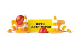 Traffichi i coni con il casco del lavoro sul bianco Fotografia Stock