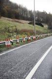 Traffichi i coni sul lato della strada Fotografie Stock