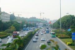 Traffichi il paesaggio nella sezione di Shenzhen della strada del cittadino 107 Fotografia Stock Libera da Diritti