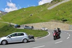 Traffichi sull'alta strada alpina del Grossglockner Fotografie Stock Libere da Diritti