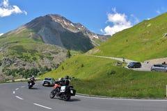 Traffichi sull'alta strada alpina del Grossglockner Immagini Stock