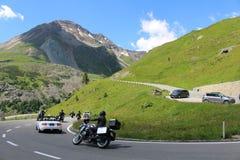 Traffichi sull'alta strada alpina del Grossglockner Immagine Stock