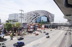 Traffichi sulla strada alla linea porpora di MRT alla stazione di Bangyai Fotografia Stock Libera da Diritti