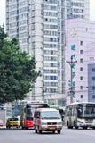 Traffichi in un centro urbano denso, Chongqing, Cina Immagini Stock