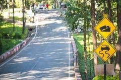 Traffick znaka przedstawienie niebezpieczna droga Obraz Royalty Free