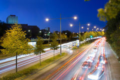 Traffico alla notte fotografia stock libera da diritti