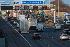 Traffico britannico dell'autostrada M1 Immagini Stock Libere da Diritti
