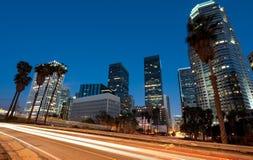 Traffico che guida attraverso Los Angeles immagine stock