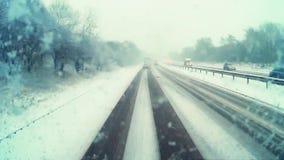 Traffico che guida lungo l'autostrada A1M in Gran Bretagna archivi video