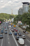Traffico cittadino sul boulevard di Druzhby Narodov a Kiev, Ucraina Fotografia Stock