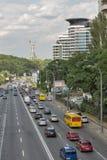 Traffico cittadino sul boulevard di Druzhby Narodov a Kiev, Ucraina Immagine Stock