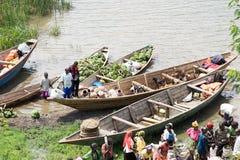 Traffico commerciale lungo il lago Kivu Immagine Stock