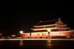 Traffico con Tian'anmen Pechino quadrata Immagini Stock