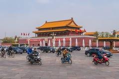 Traffico davanti all'entrata principale alla Città proibita, Pechino Fotografia Stock Libera da Diritti