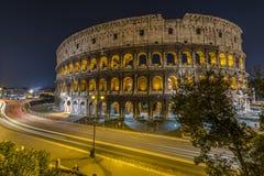 Traffico davanti a Colosseum a Roma Fotografia Stock