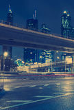 Traffico dei grattacieli da parte a parte del centro fotografia stock