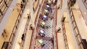 Traffico del centro commerciale al rallentatore dalla cima Pentola su stock footage