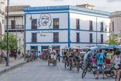 Traffico del triciclo in Cuba Fotografie Stock