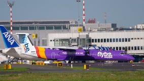 Traffico dell'aeroporto di Dusseldorf video d archivio