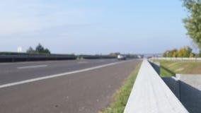 Traffico dell'autostrada senza pedaggio defocused video d archivio