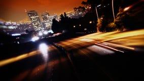Traffico dell'autostrada senza pedaggio di Los Angeles alla notte archivi video