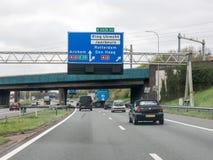 Traffico dell'autostrada senza pedaggio ed informazioni dell'itinerario nei Paesi Bassi Fotografia Stock Libera da Diritti
