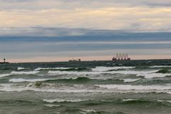 Traffico della barca sul Mar Baltico immagini stock