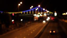 Traffico della città di sera archivi video