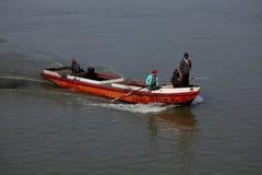 Traffico della nave sul Irrawaddy nel Myanmar fotografie stock