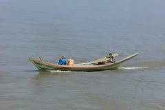 Traffico della nave sul Irrawaddy nel Myanmar immagine stock