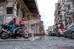 Traffico della via sulle vie della città di Batumi Immagini Stock