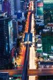 Traffico della vista di occhio di uccello notturno di Bangkok Immagini Stock