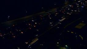 Traffico di automobile alla notte stock footage