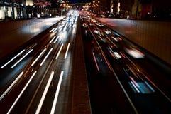 Traffico di automobile di notte nel centro di Mosca Fotografia Stock