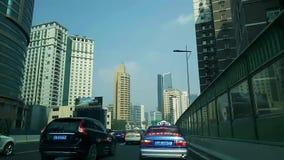 Traffico di automobile sull'ora di punta della città, timelapse stock footage