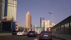 Traffico di automobile sull'ora di punta della città, timelapse video d archivio