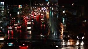 Traffico di Bangkok alla notte stock footage