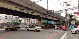 Traffico di mattina sulla via a Manila Fotografie Stock
