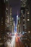 Traffico di New York City alla notte Fotografie Stock Libere da Diritti