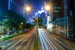 Traffico di notte della città Fotografia Stock