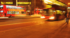 Traffico di notte di Londra Fotografia Stock