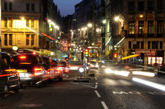 Traffico di notte a Londra Immagini Stock