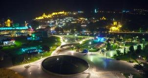 Traffico di notte di paesaggio urbano di Tbilisi archivi video