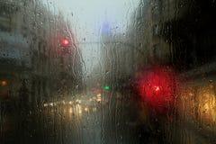 Traffico di ora di punta di New York nella pioggia Immagini Stock Libere da Diritti
