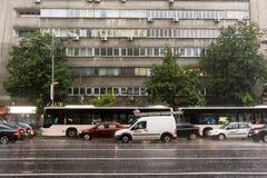 Traffico di ora di punta durante la tempesta di estate Immagini Stock Libere da Diritti