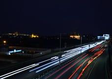 Traffico di Praga di notte Fotografia Stock