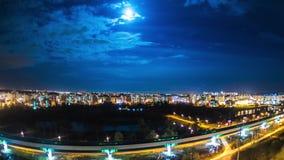 Traffico di sera dei treni e degli aerei a Mosca stock footage