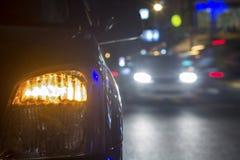 Traffico di sera dentro del centro Fotografia Stock