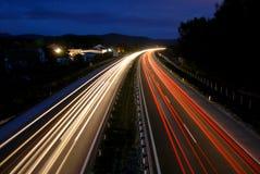 Traffico entro la notte Fotografie Stock